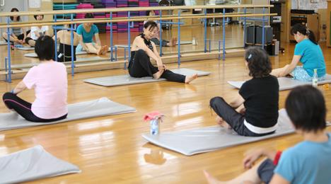 肩こり、腰痛予防の必殺技は指関節ストレッチ