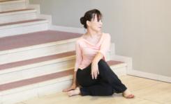 健康経営の一貫でデスクワーカーの腰痛予防ストレッチ